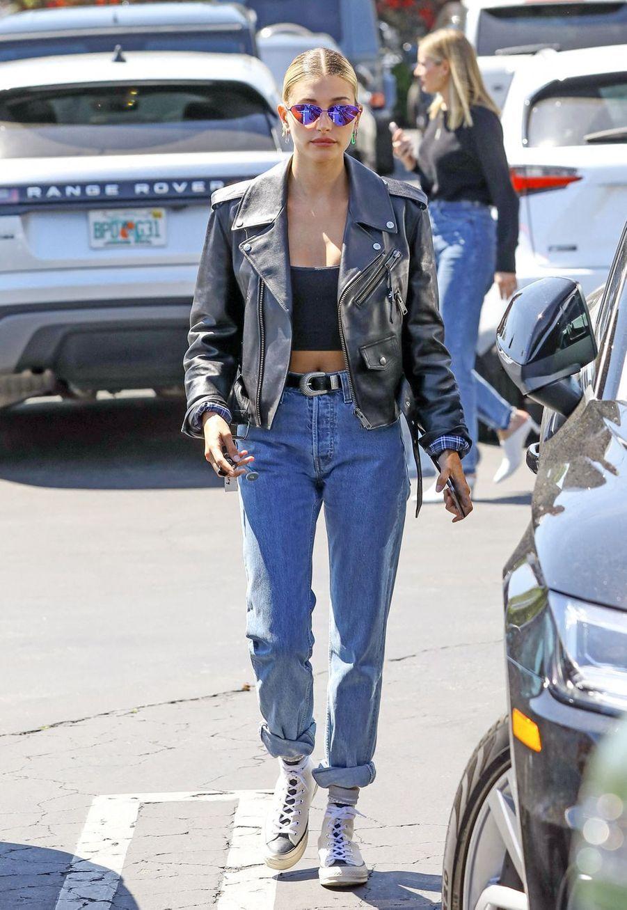 Hailey Baldwin à Los Angeles, le 6 avril 2019