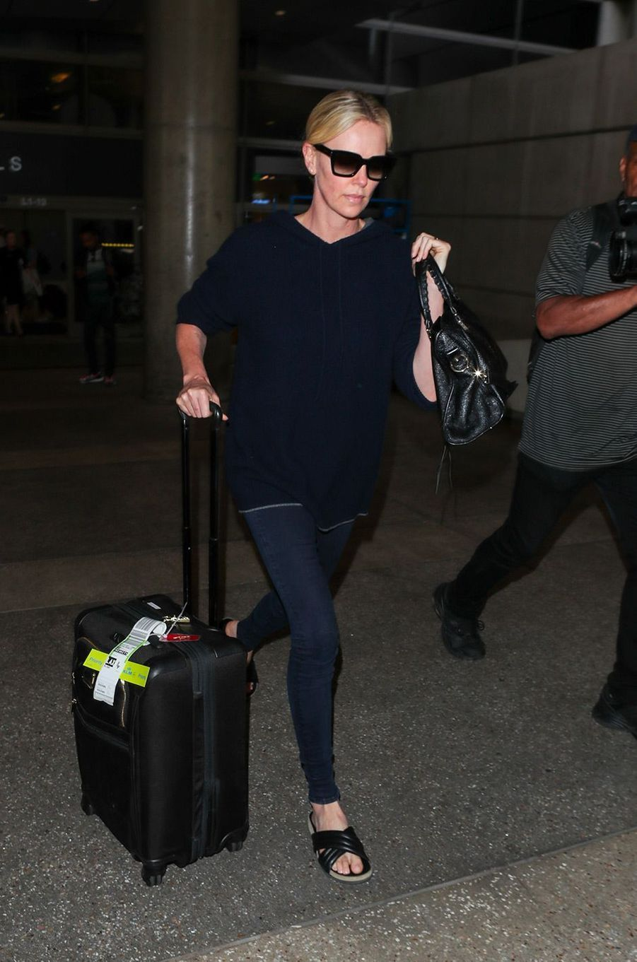 Charlize Theron à l'aéroport de Los Angeles, le 25 juin 2018
