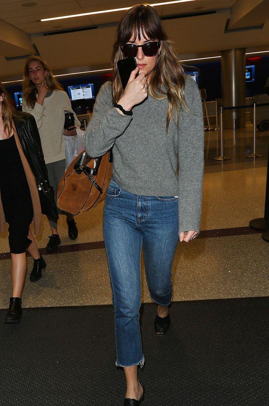 Dakota Johnson à l'aéroport de Los Angeles, le 5 avril 2018