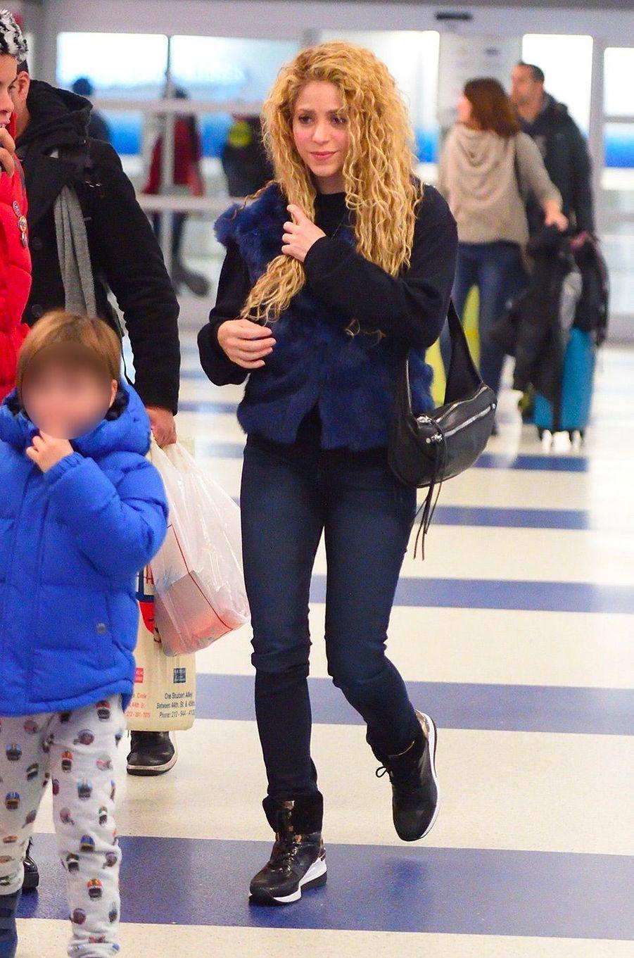 Shakira à l'aéroport de NYC, le 26 décembre 2017