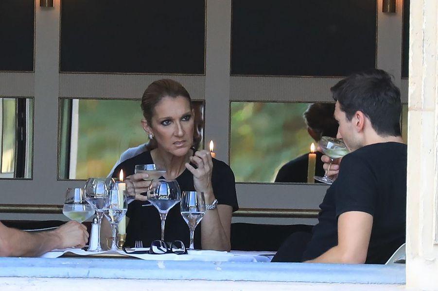 """Pepe Munoz avec Céline Dion au restaurant """"Chez Loulou"""" à Paris."""