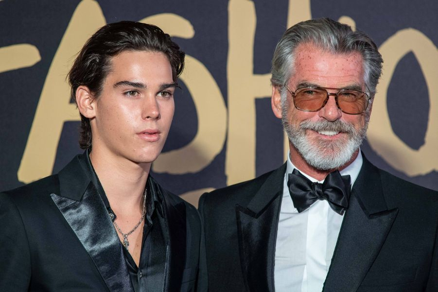 "Pierce Brosnan et son fils Paris au défilé ""Fashion For Relief"" à Londres le 14 septembre 2019"