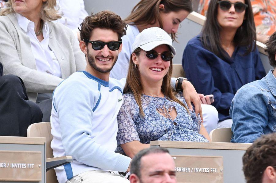 Natasha Andrews et Pierre Niney à Roland-Garros le 9 juin 2019