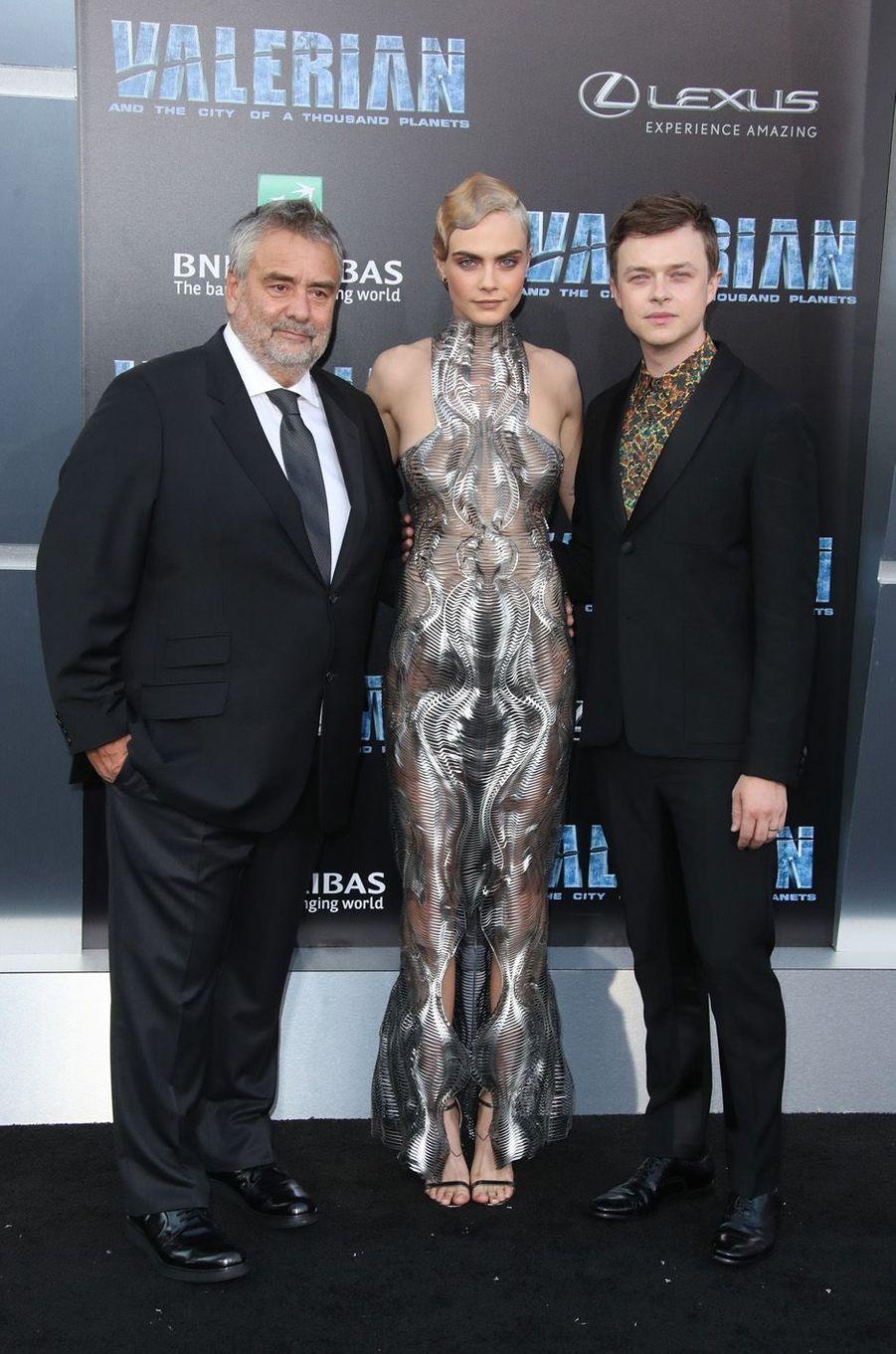 Luc Besson, Cara Delevingne et Dane DeHaanà l'avant-première de Valérian et la Cité des mille planètes, à Los angeles le 17 juillet 2017.