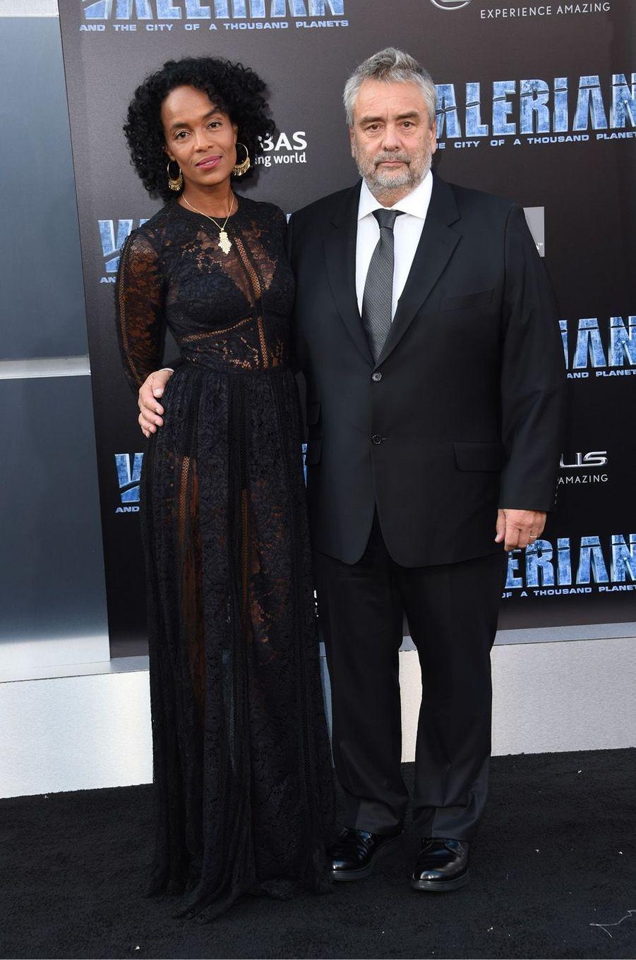 Virginie Besson-Silla et Luc Besson à l'avant-première de Valérian et la Cité des mille planètes, le 17 juillet 2017 à Los Angeles.