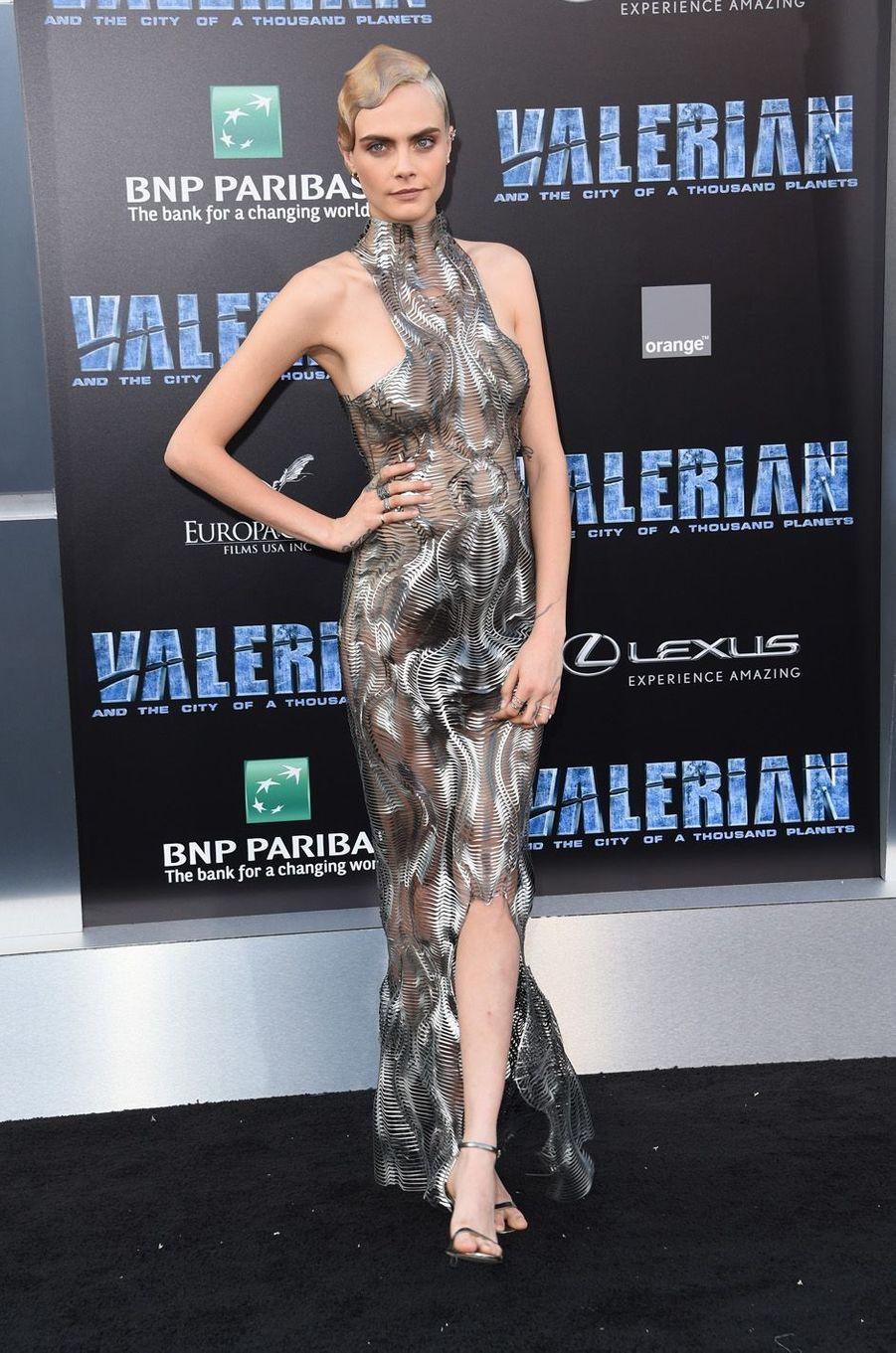 Cara Delevingneà l'avant-première de Valérian et la Cité des mille planètes, à Los angeles le 17 juillet 2017.