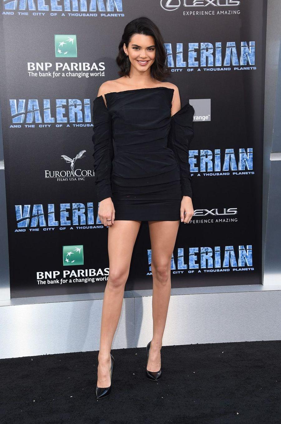 Kendall Jennerà l'avant-première de Valérian et la Cité des mille planètes, à Los angeles le 17 juillet 2017.