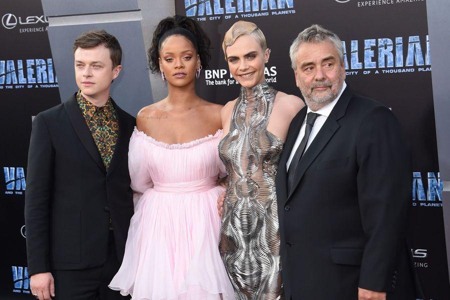 Dane DeHaan, Rihanna, Cara Delevingne et Luc Besson à l'avant-première de Valérian et la Cité des mille planètes, à Los angeles le 17 juillet 2017.