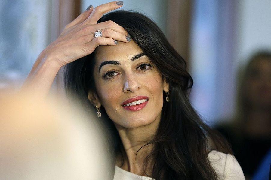 Amal Clooney à Athènes le mardi 14 octobre 2014