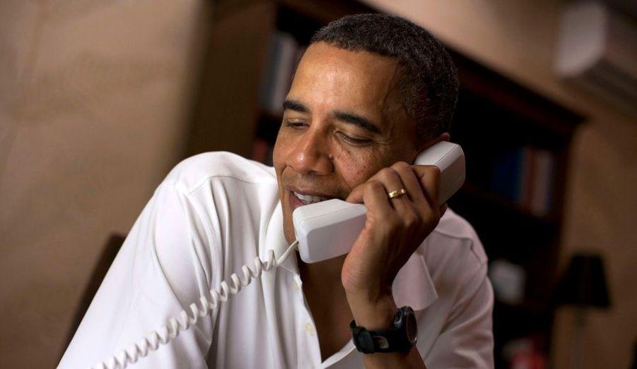 Le président a joint dix soldats américains stationnés à travers le monde.