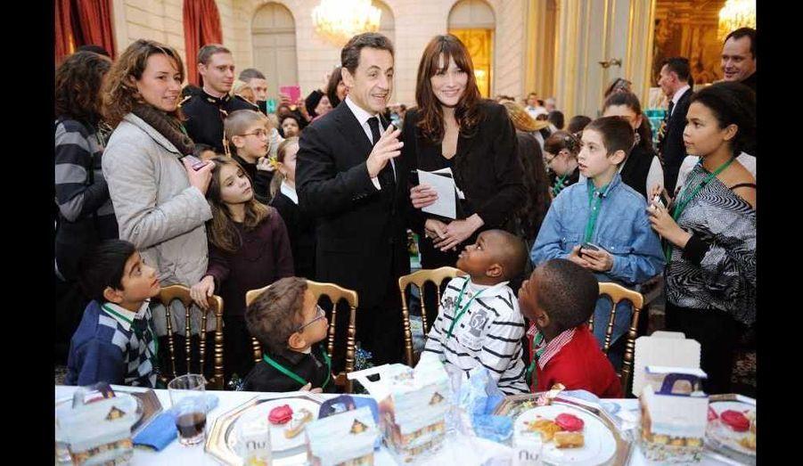 C'est dans une ambiance décontractée que le couple présidentiel s'est prêté au jeu de cette tradition française depuis l'après-guerre...