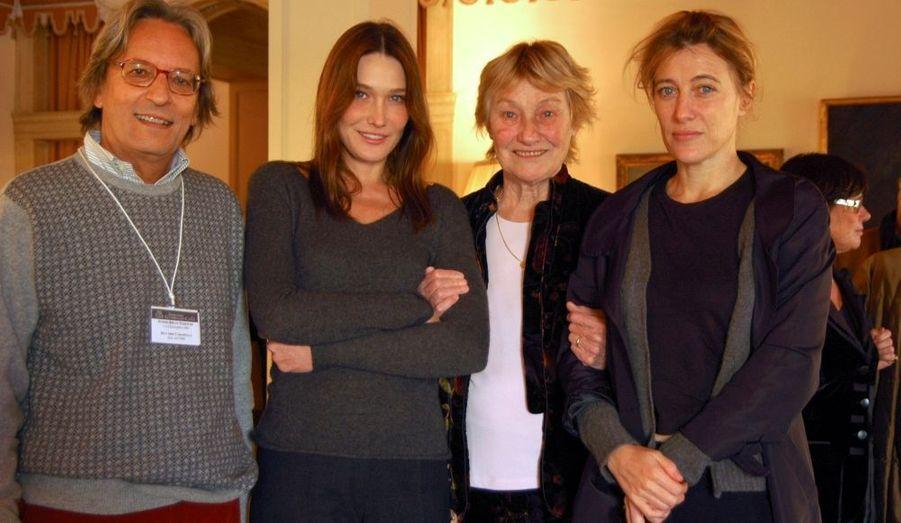 Le pianiste italien Riccardo Caramella est en charmante compagnie avec Carla Bruni-Sarkozy, Marisa Borini et Valeria Bruni-Tedeschi.