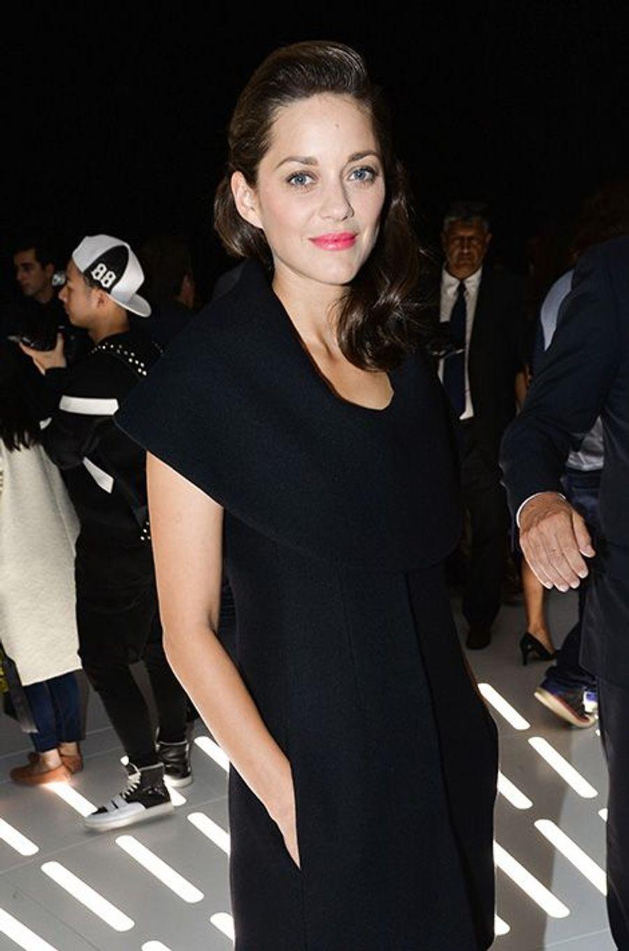 Marion Cotillard au défilé Christian Dior, le 26 septembre 2014, à Paris