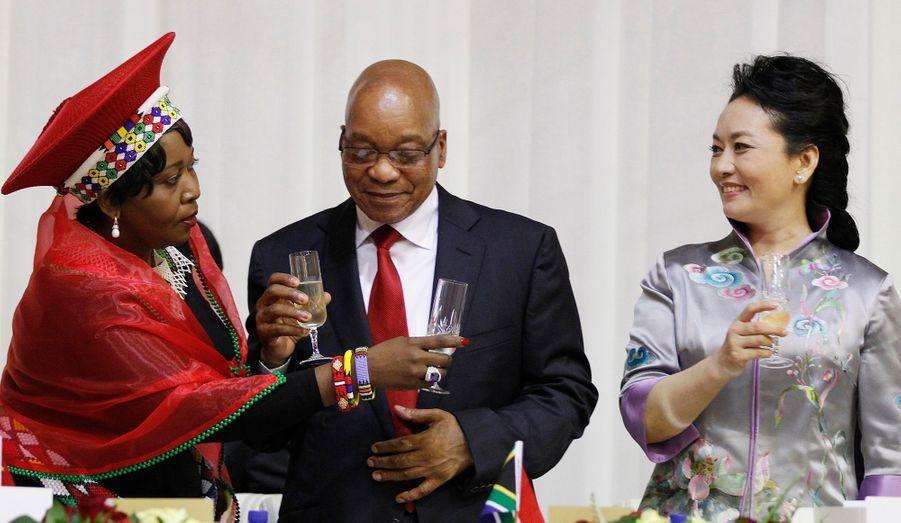 Le nouveau président chinois Xi Jinping et son épouse ont été accueillis à Pretoria, en Afrique du Sud, ce mardi. Une première rencontre bilatérale s'est déroulée dans la journée.