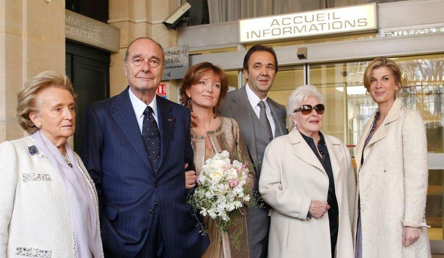 De gauche à droite, Bernadette et Jacques Chirac, Claude Chirac et Frédéric Salat-Baroux et les deux témoins de Claude Chirac,Line Renaud et Michèle Laroque.