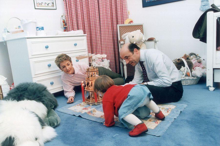 Décembre 1996, avec Clara, âgée de 14 mois, dans les appartements privés de Matignon
