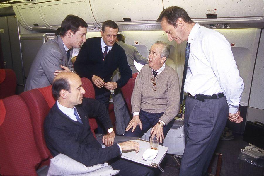 Janvier 1994 : dans l'avion avec Edouard Balladur, François Léotard, Gérard Longuet et Nicolas Bazire