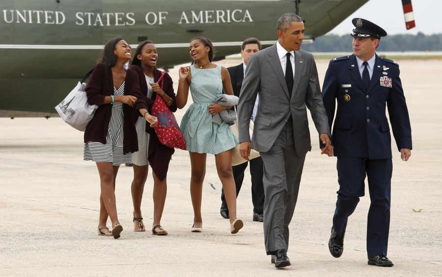 Obama quittant Washington avec Sasha et deux de ses amies