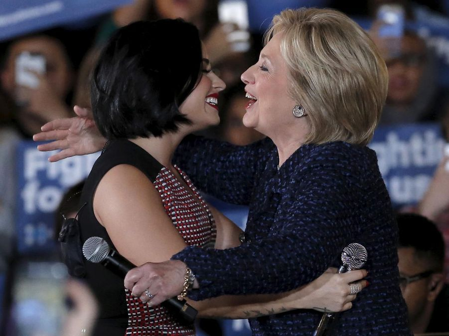 Demi Lovato et Hillary Clitnon en janvier 2016 dans l'Iowa