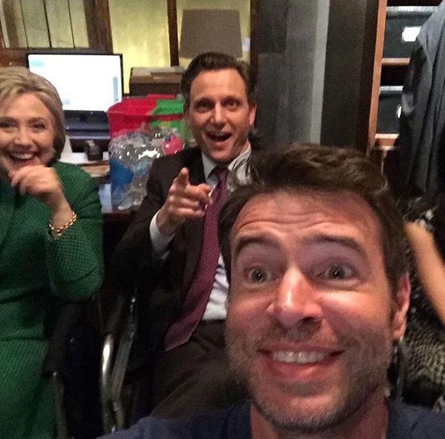 Hillary Clinton avec Tony Goldwyn et Scott Foley le 22 février 2016