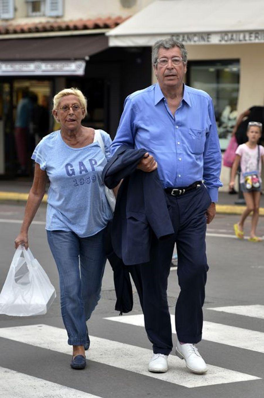 Isabelle et Patrick Balkany ont été photographiés à Saint-Tropez, où ils sont en vacances