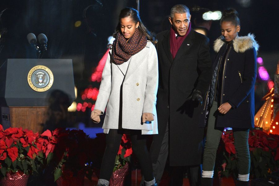 La famille Obama à l'inauguration des illuminations de la Maison Blanche