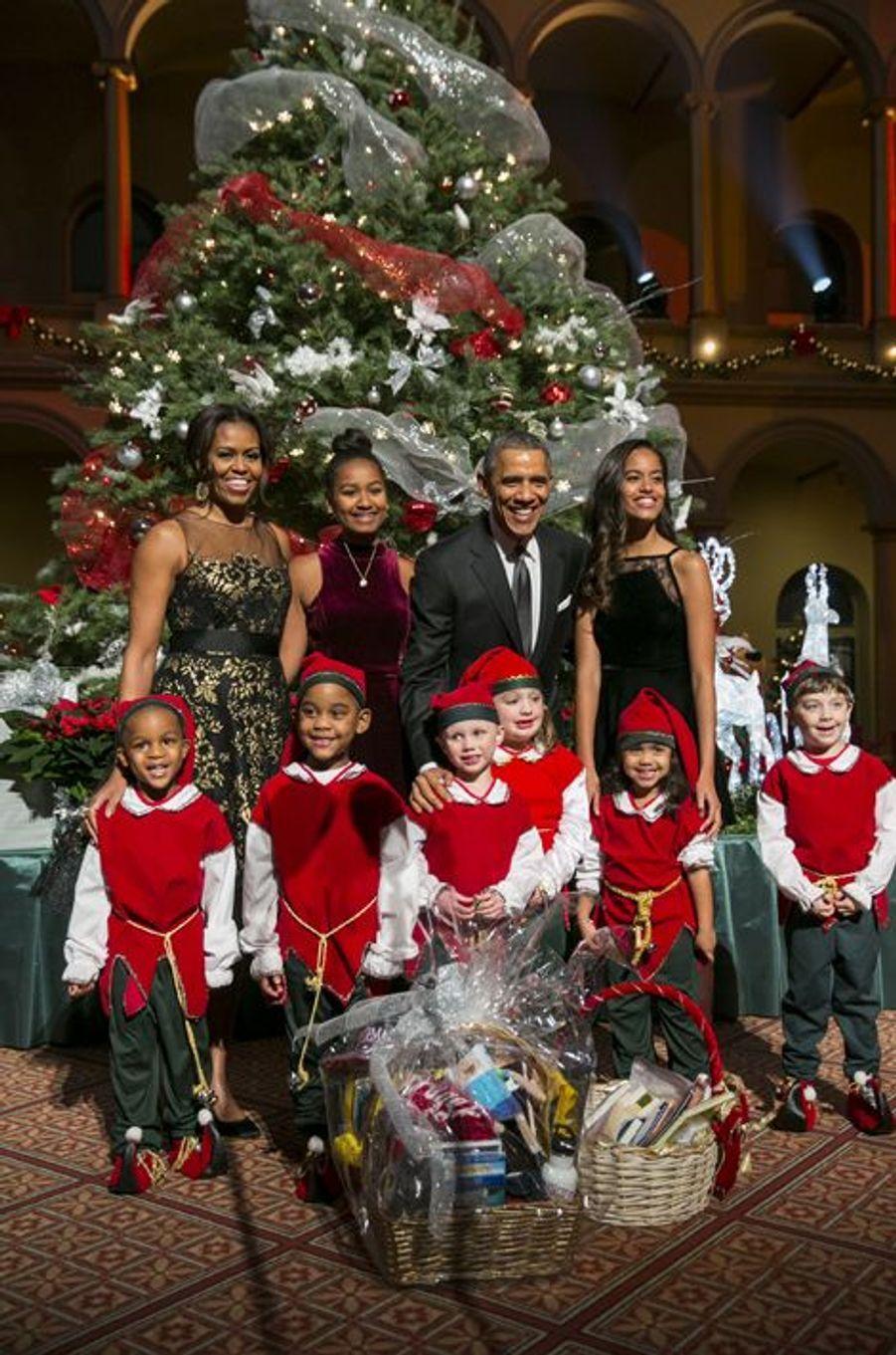 La famille Obama souriante pour Noël