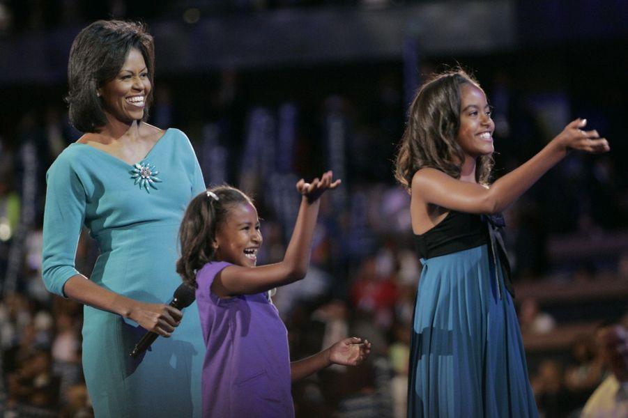 Michelle Obama avec ses filles Malia et Sasha, en août 2008.