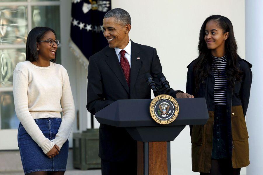 Barack Obama avec ses filles Malia et Sasha, en novembre 2015.