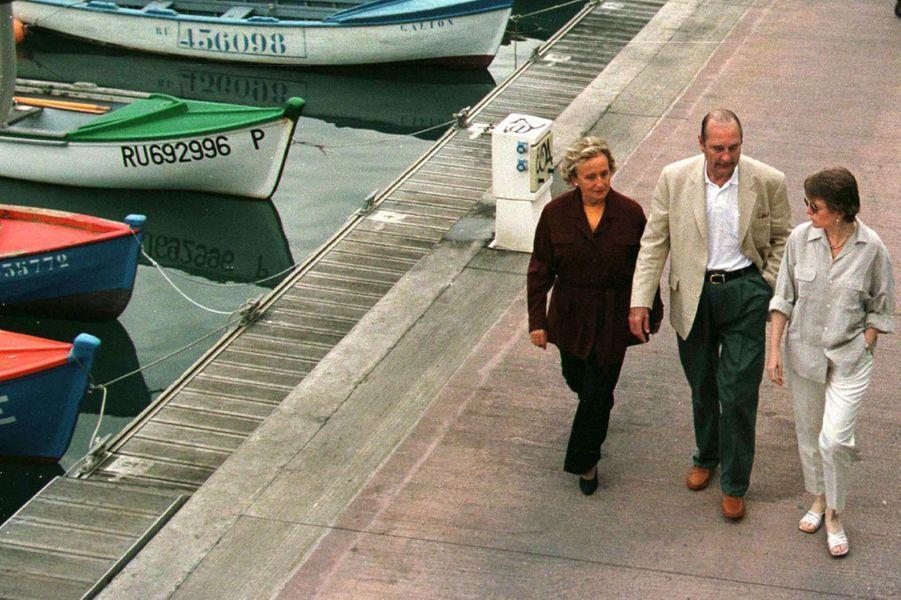 Bernadette, Jacques et Claude Chirac pris en photo à La Réunion, lors du mois d'août 1997.