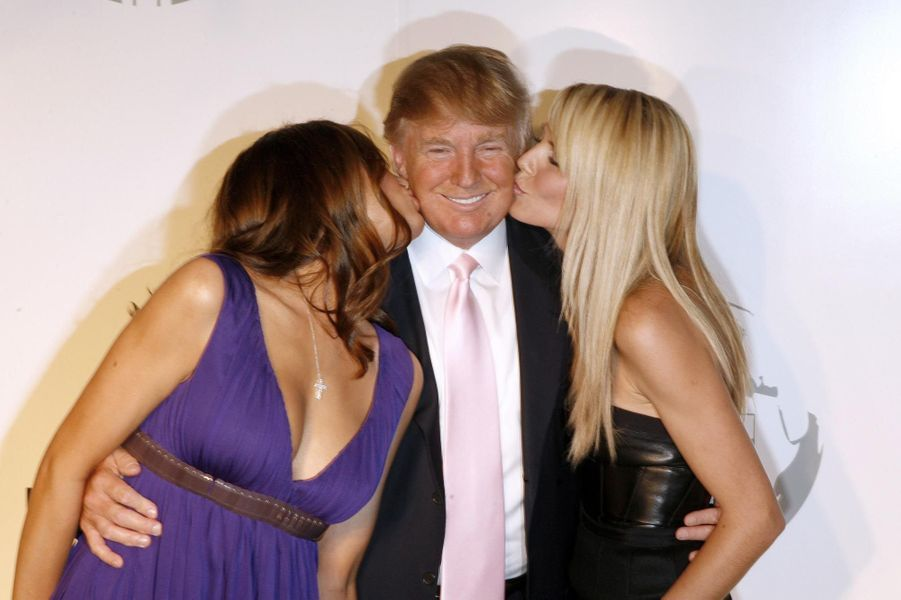 Donald Trump embrassé par sa femme et Heidi Klum en juin 2008