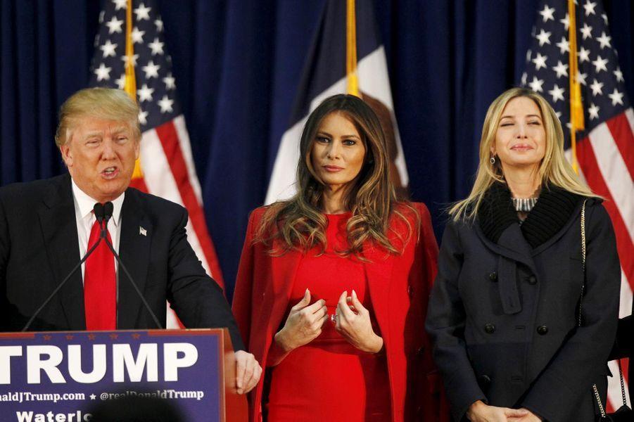 Donald Trump en campagne avec sa femme et sa fille Ivanka dans l'Iowa le 1er février