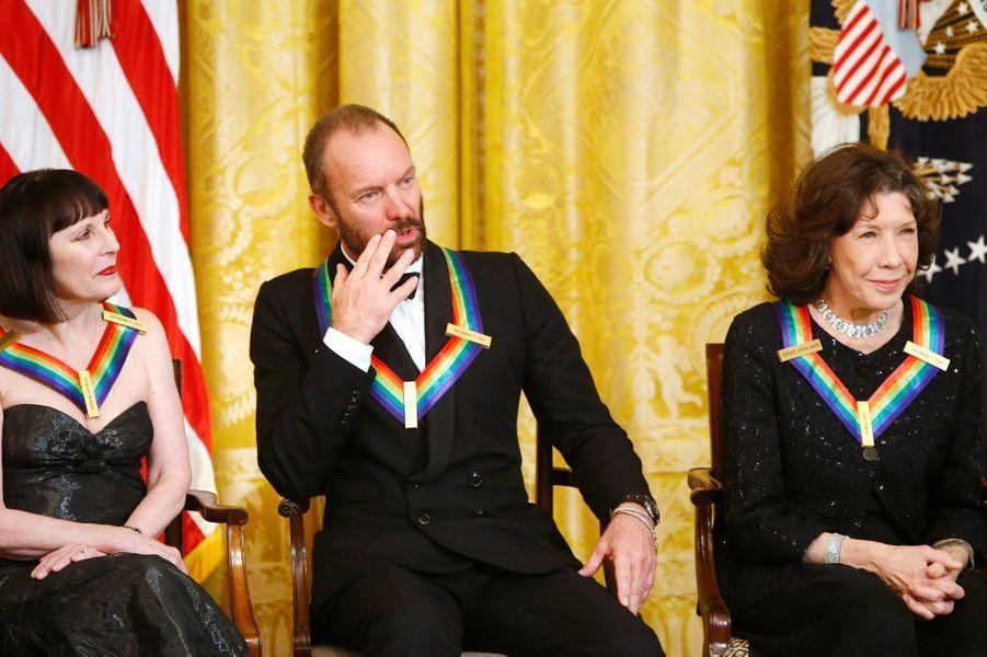 Patricia McBride, Sting et Lily Tomlin à la Maison blanche à Washington, le 7 décembre 2014