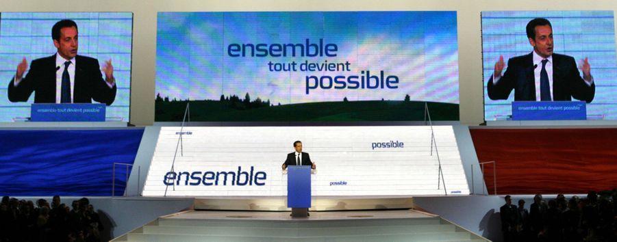 Le 14 janvier 2007, porte de Versailles, la mise en scène est grandiose pour le congrès de l'UMP, qui porte aux nues le candidat Sarkozy, en vue de l'élection présidentielle.