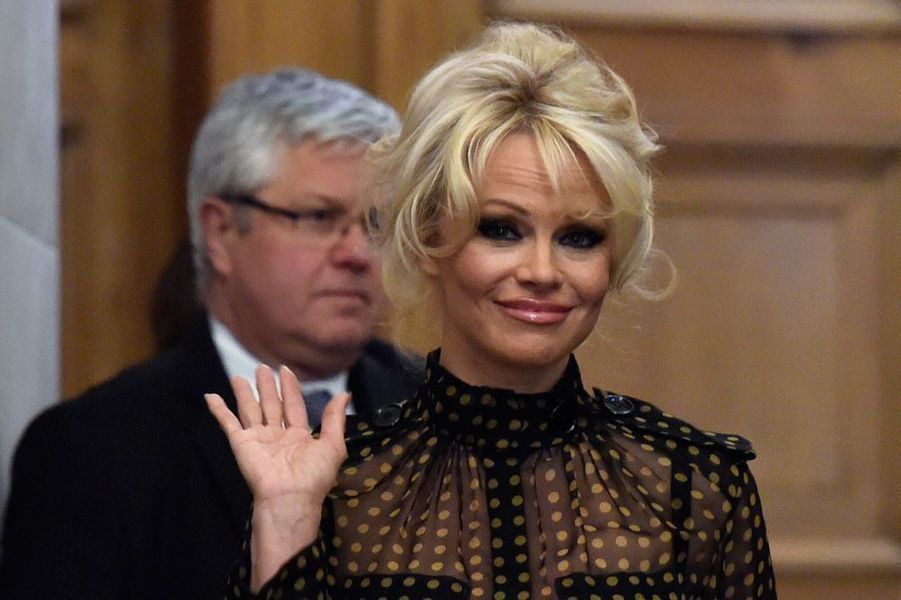 Pamela Anderson combat le gavage des oies et des canards à l'Assemblée nationale, à Paris, le 19 janvier 2016
