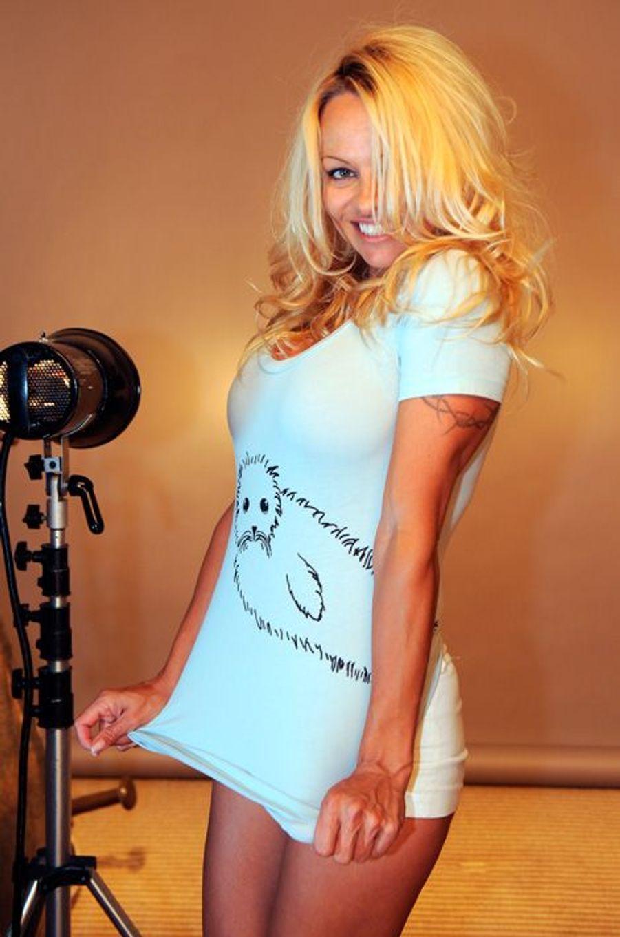 Pamela Anderson pose sexy pour la PETA, septembre 2009