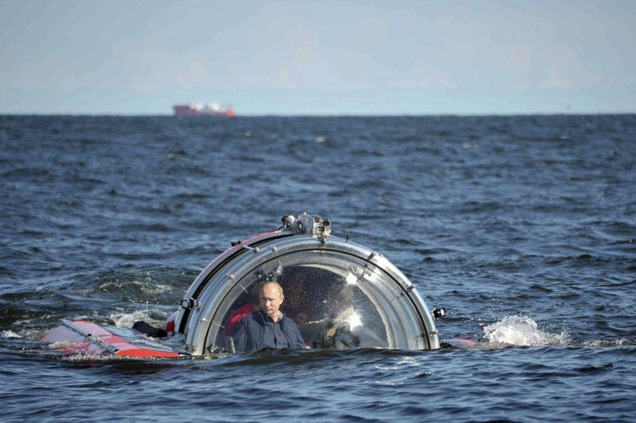 Vladimir Poutine dans un sous-marin, en juillet 2013