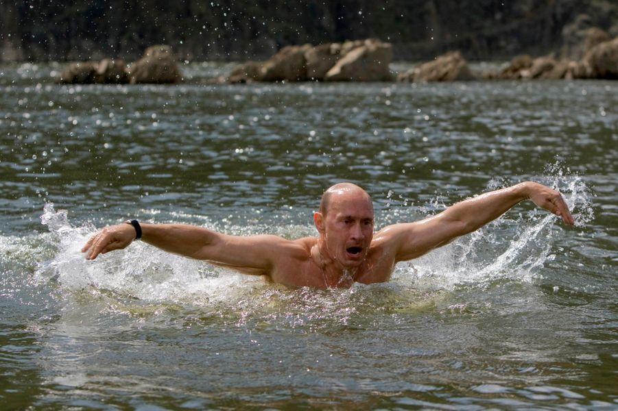 Vladimir Poutine en Sibérie, en août 2009