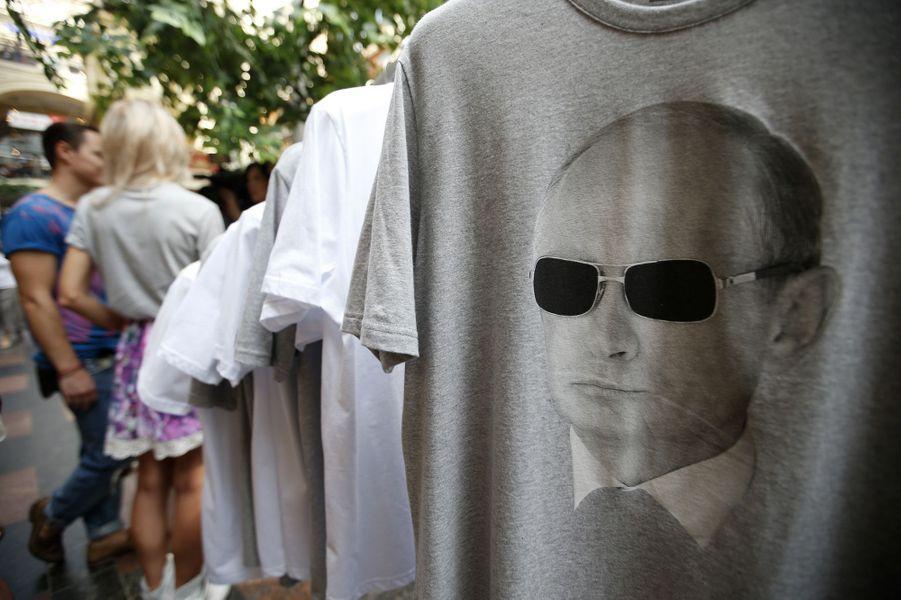 Vladimir Poutine sur des t-shirts, en pleine crise dans l'est ukrainien, en août 2014