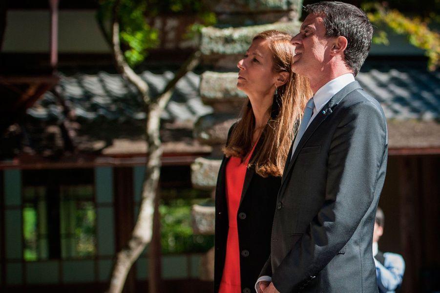 Manuel Valls et Anne Gravoin ont entamé un voyage officiel au Japon à Kyoto