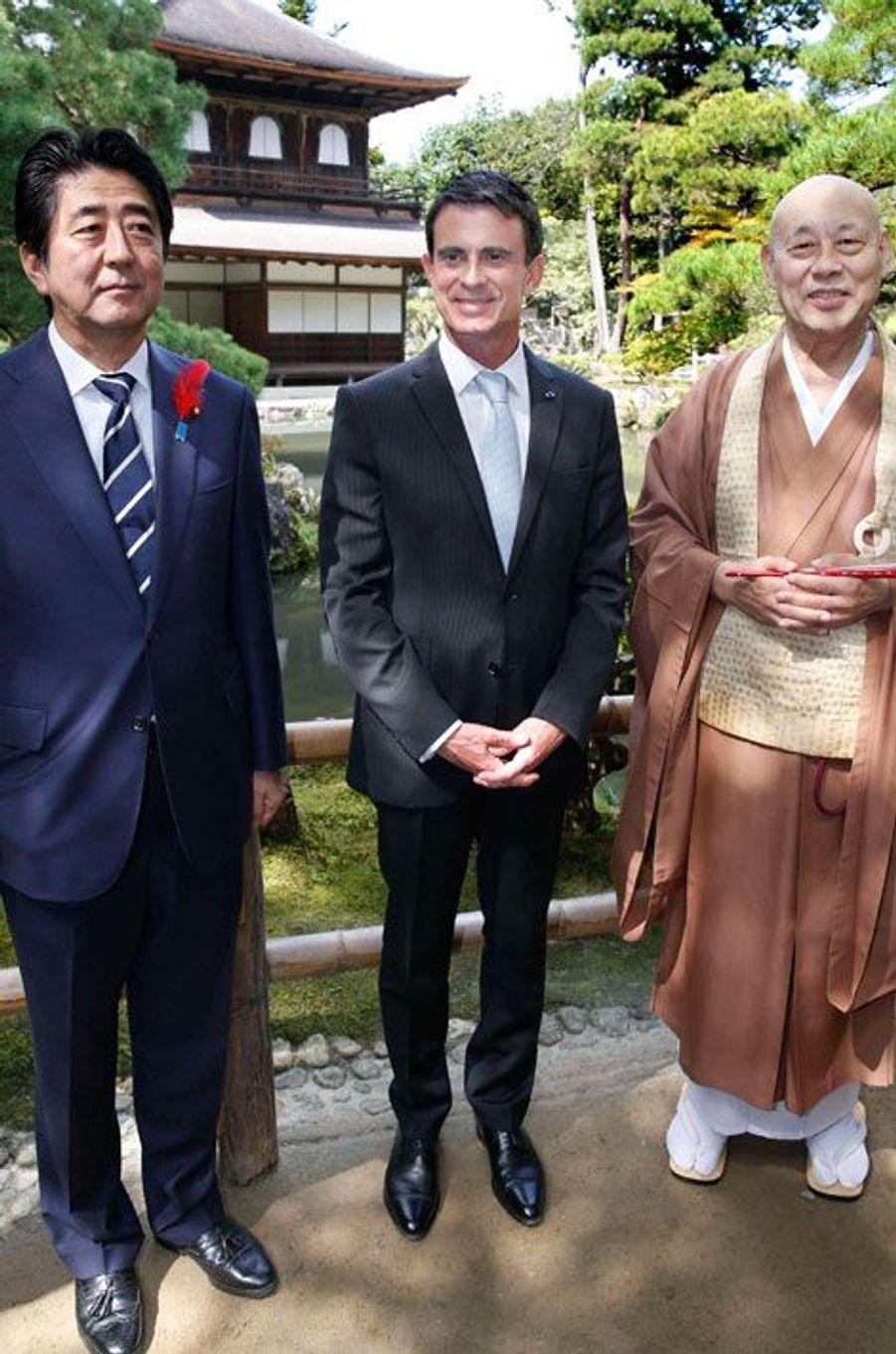 Manuel Valls et le Premier ministre japonais Shinzo Abe