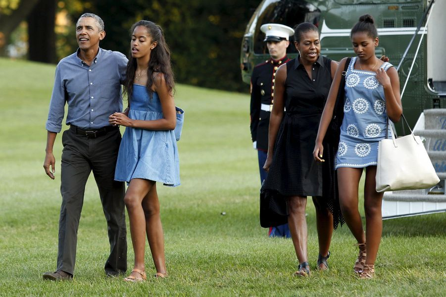 Barack, Malia, Michelle et Sasha Obama, en août 2015.