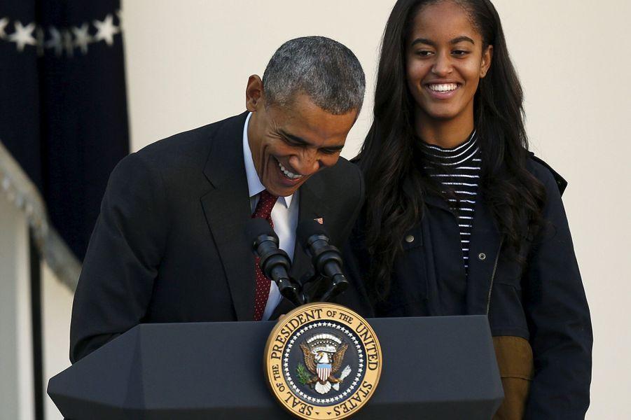 Barack Obama et sa fille Malia, en novembre 2015.