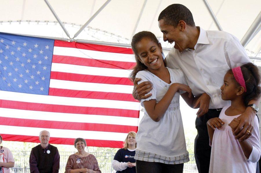 Barack Obama et ses filles Malia et Sasha, en mai 2008.