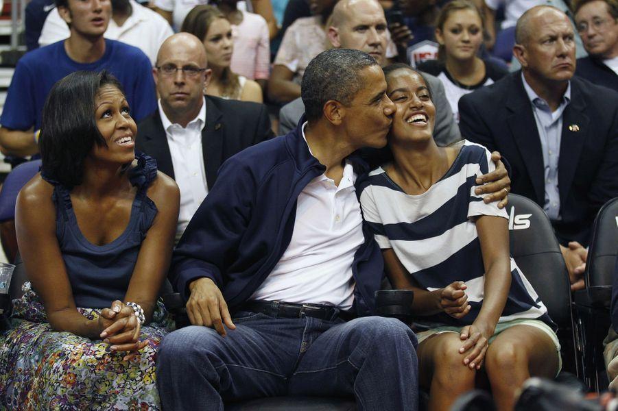 Michelle, Barack et Malia Obama, en juillet 2012.