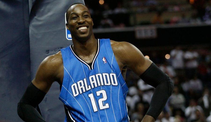 La star de la NBA a créé sa propre fondation afin de lutter contre la pauvreté aux Etats-Unis. Il a également créé une aile de jeux pour les enfants malades d'un hôpital d'Orlando, rencontré des handi-sportifs et récolté de la nourriture pour une organisation de lutte contre la faim.