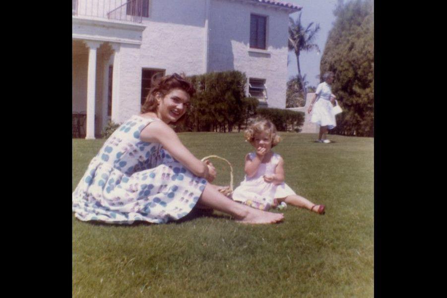 Jackie et Carolyn Kennedy: pique-nique sur la pelouse en mai 1960.