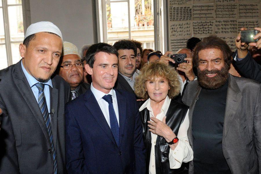 Hassen Chalgoumi, Manuel Valls et Clara et Marek Halter à Paris, le 28 septembre 2014