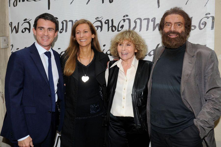 Manuel Valls et Anne Gravoin avec Marek Halter et sa femme Clara à Paris, le 28 septembre 2014