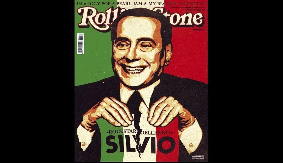 """L'édition italienne du magazine Rolling Stone a ironiquement désigné Silvio Berlusconi """"rock star de l'année"""". Carlo Antonelli, rédacteur en chef, précise que le milliardaire a été choisi à l'unanimité de la rédaction """"pour son caractère et son tempérament décidément 'rock and roll'"""". """"Rod Stewart, Brian Jones, Keith Richards à leur apogée étaient de jeunes blancs-becs par rapport à lui"""", affirme-t-il. """"Le 'Neverland' de Michael Jackson était une chambre de bonne à côté de la Villa Certosa"""", la résidence sarde de Berlusconi, qui est âgé de 74 ans."""